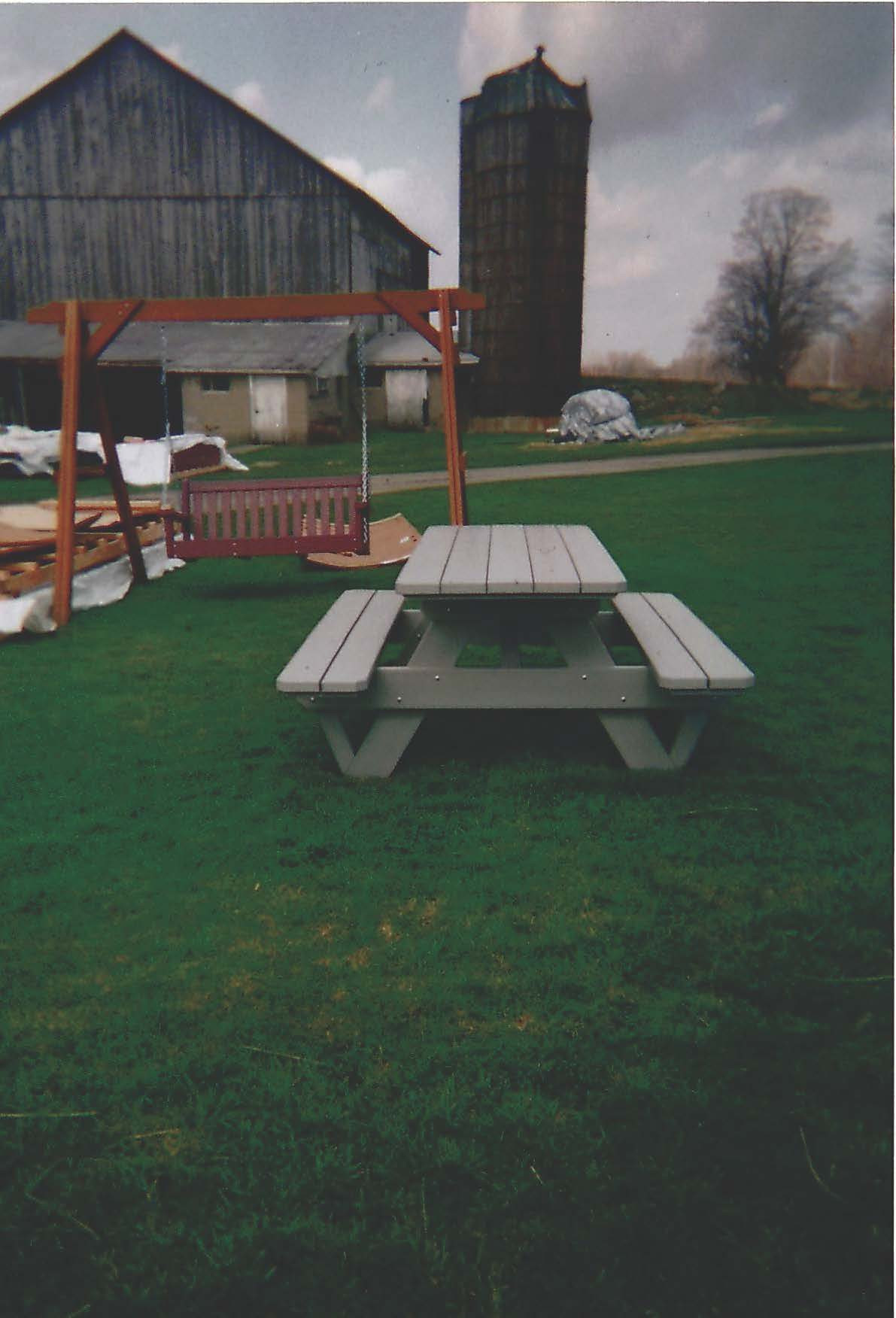 LR34 - Leroys Picnic Table