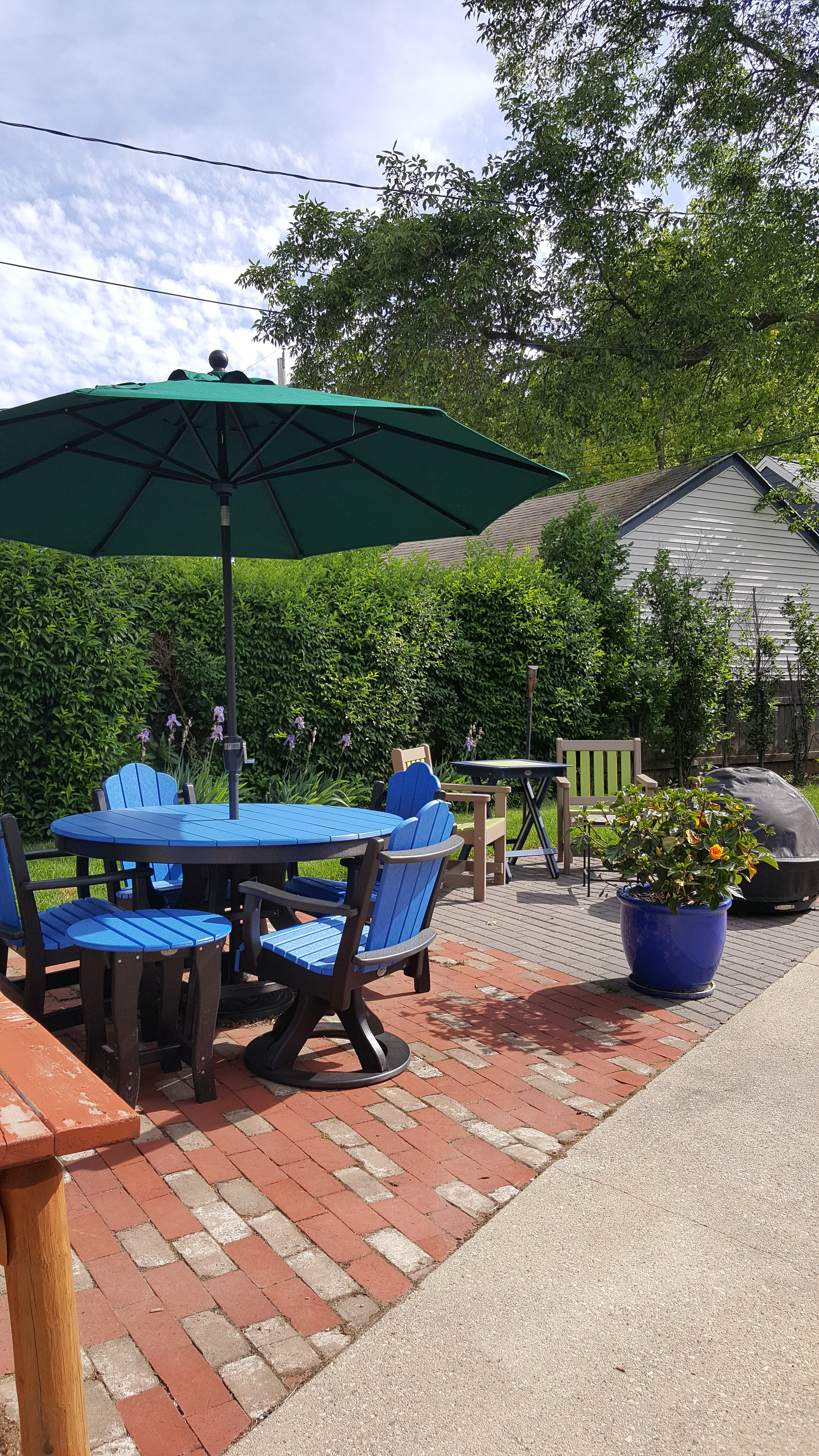Brighten Up Your Patio with Bright Blue and Patriot Blue Deacon's Round Pedestal Table & Chairs